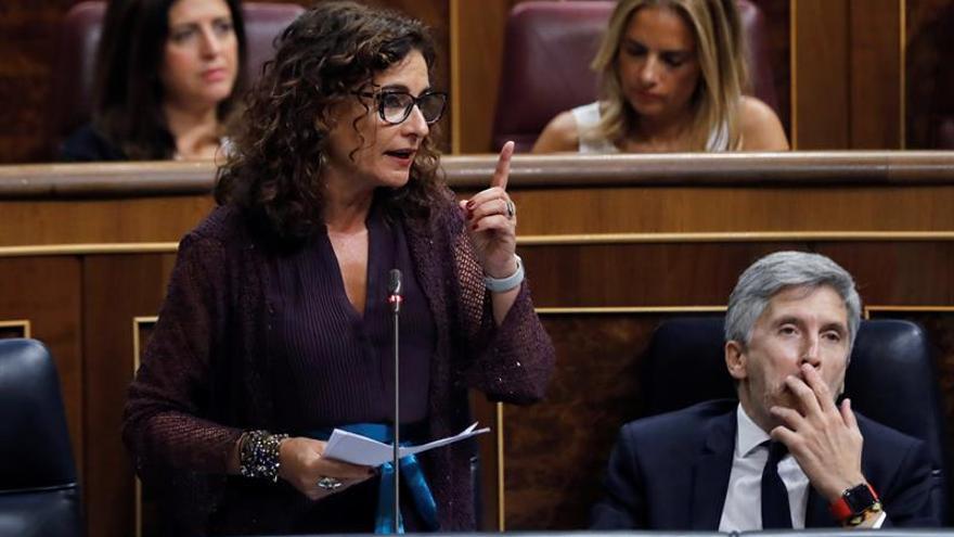El Gobierno dice que la salida de Montón prueba su compromiso con ejemplaridad