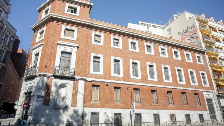 Estado actual del edificio situado en la intersección del Paseo del Prado y la calle Gobernador.