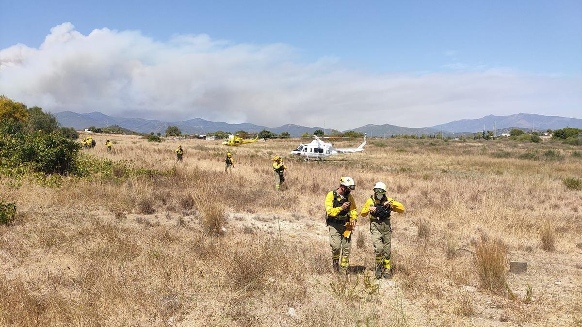 El Infoca mantiene desplegados a 350 efectivos para combatir el incendio forestal de Sierra Bermeja