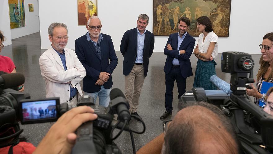 Presentación de la exposición en el TEA, con la exconsejera de Cultura María Teresa Lorenzo, el presidente del Gobierno, Fernando Clavijo y el presidente del Cabildo de Tenerife, Carlos Alonso.