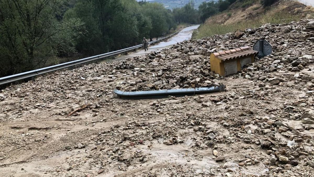 La tormenta ha anegado varias carreteras y ha cerrado decenas de vías forestales