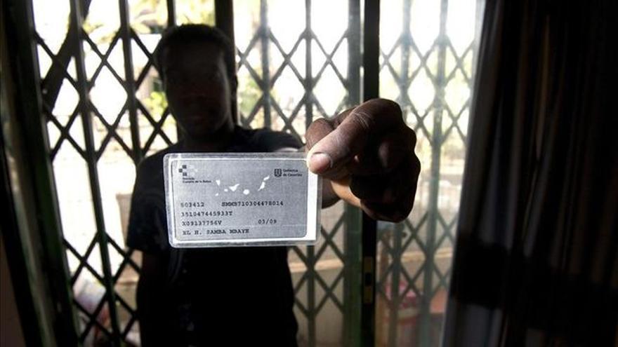 Las ONG acusan a Canarias de excluir a 48.000 inmigrantes del sistema sanitario