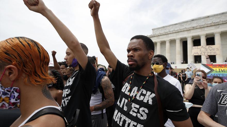 Manifestantes frente al Monumento a Abraham Lincoln, en Washington
