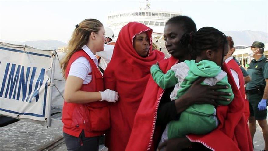 Llegan al puerto de Motril los 33 inmigrantes rescatados hoy