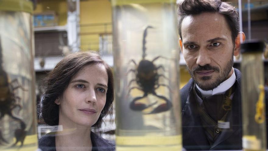 Eva Green y Christian Camargo en la terceera temporada de 'Penny Dreadful'