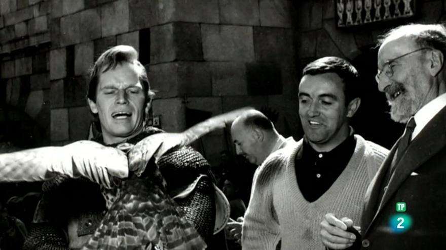 Charlton Heston junto al naturalista Félix Rodríguez de la Fuente y el historiador Ramón Menéndez Pidal, en el rodaje de la película 'El Cid'.