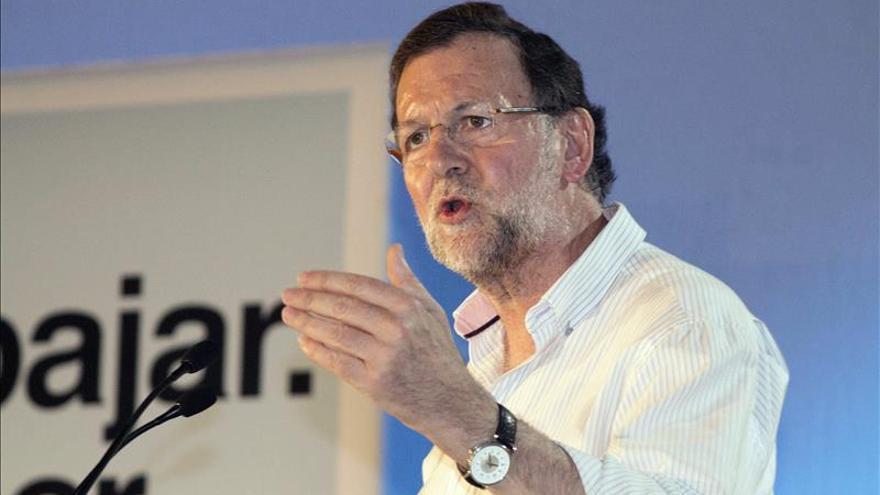 Rajoy, en bici para arropar a candidatas de Madrid y Sánchez viaja al sur