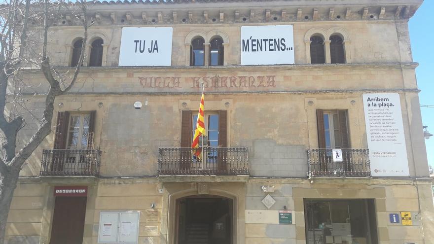 Pancarta del Ayuntamiento de Folgueroles (Barcelona)