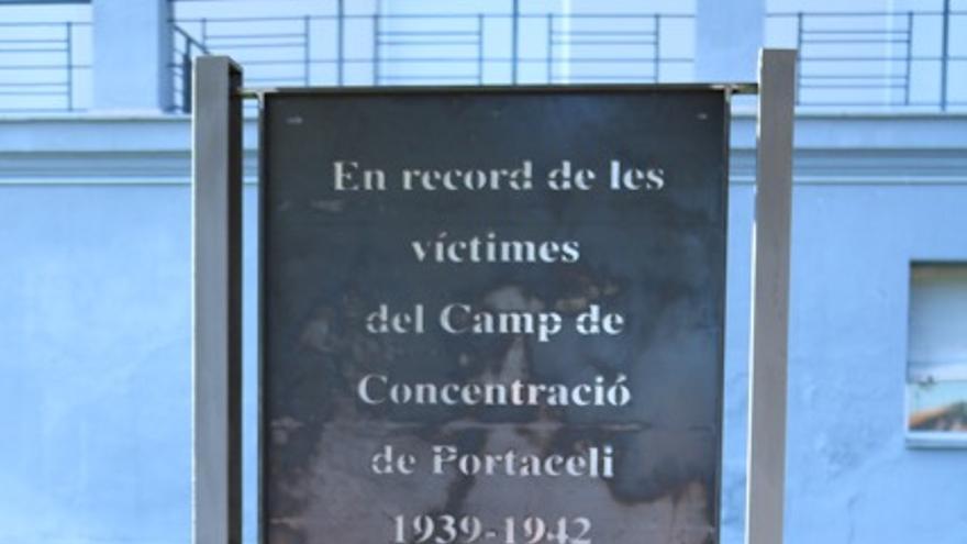Monolito en recuerdo a las víctimas del campo de concentración de Portaceli