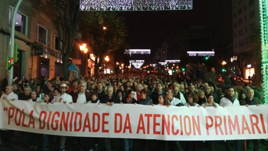 """Miles de personas se manifestaron en Vigo """"Por la dignidad de la Atención Primaria"""""""