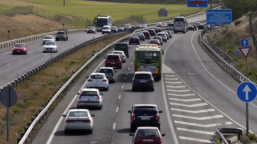 Catorce muertos en doce accidentes de tráfico durante el fin de semana