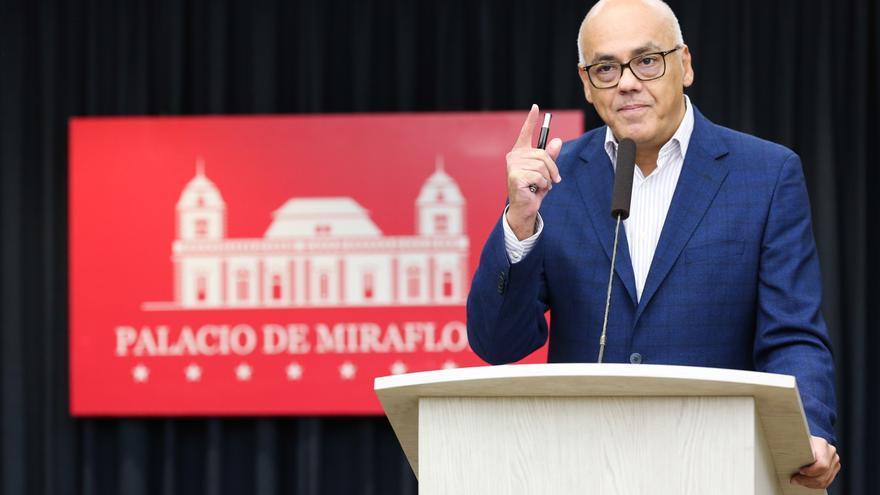 El chavismo desestima la consulta ciudadana de Guaidó