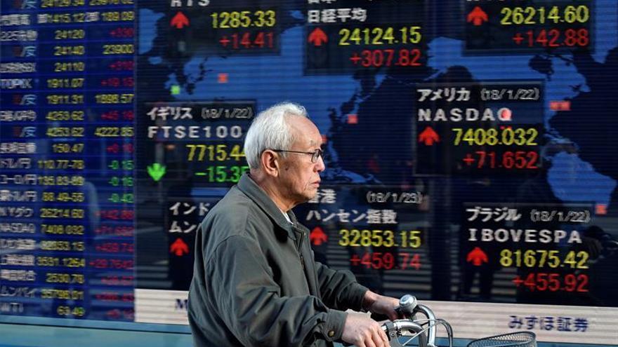 La Bolsa de Tokio baja un 0,82 % en la apertura hasta los 21.788,30 puntos