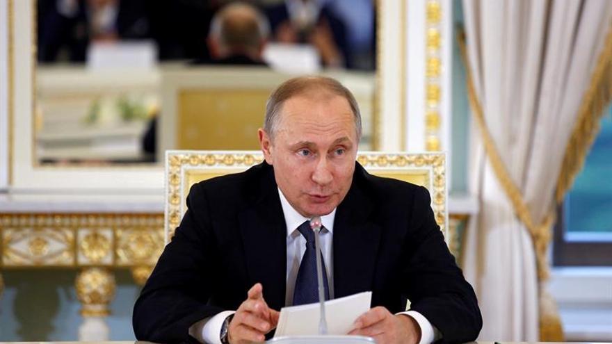 Putin aborda asuntos nacionales e internacionales y se reúne con Renzi