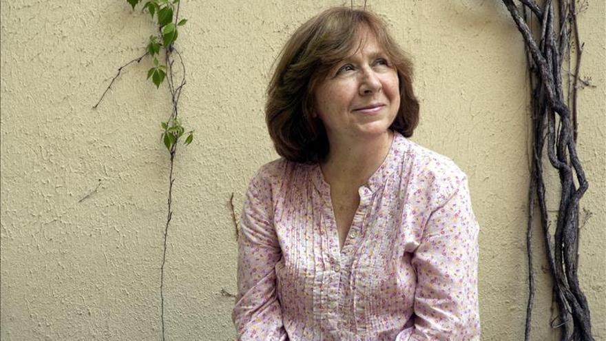 Dos editoriales publicarán en España las obras clave de Svetlana Alexiévich