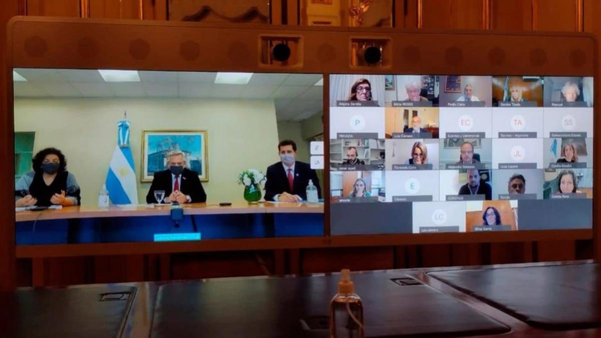 El Presidente se reunió con los expertos mediante video conferencia