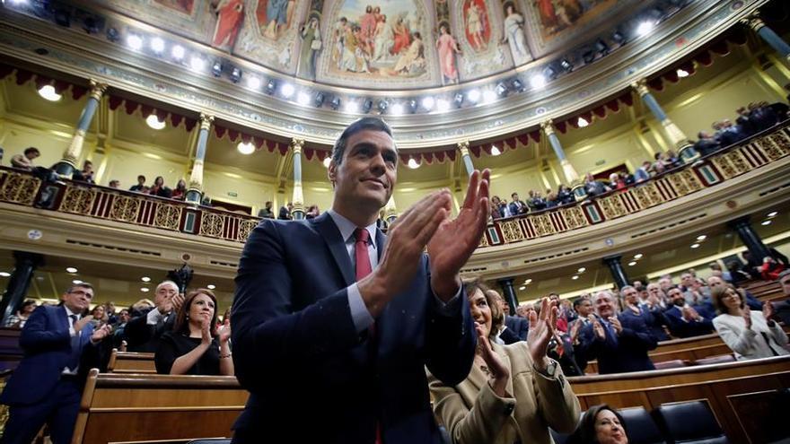 El presidente del Gobierno en funciones, Pedro Sánchez, al inicio de la tercera jornada del debate de su investidura como presidente del Ejecutivo