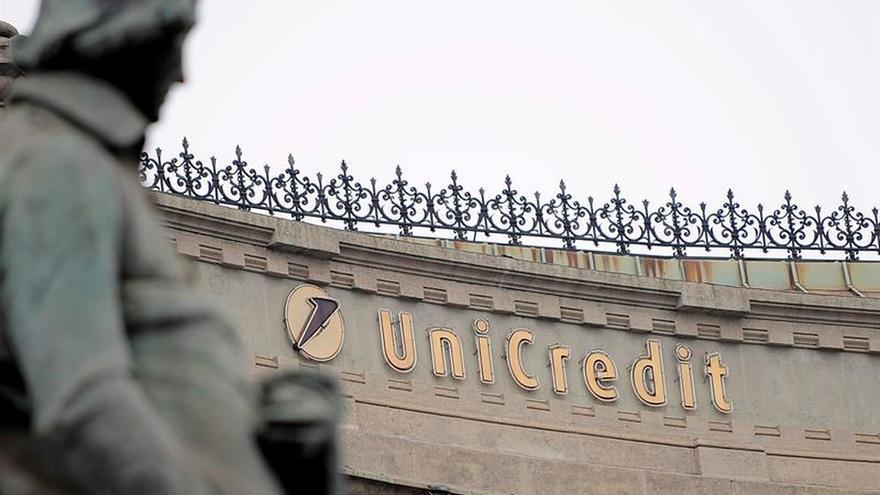 Unicredit aprueba un aumento de capital de 13.000 millones y 14.000 despidos