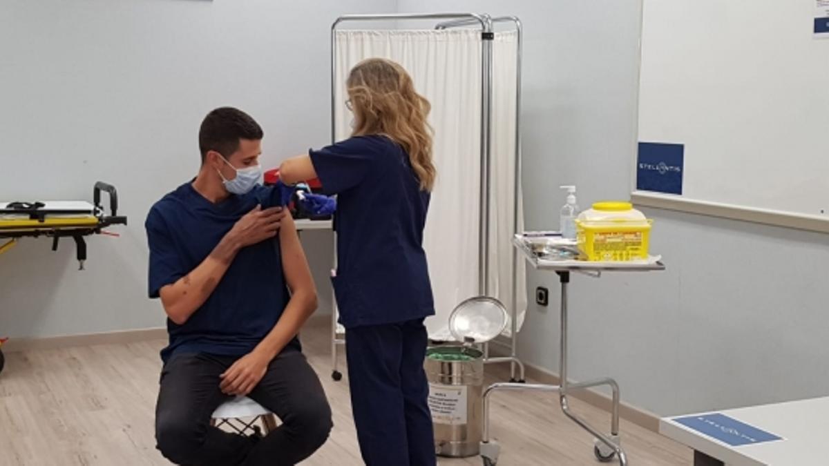 Punto de vacunación situado en Stellantis Zaragoza