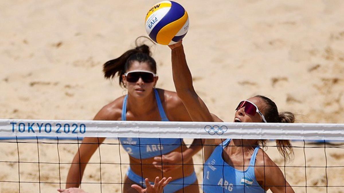 La pareja femenina argentina de beach volley, integrada por Ana Gallay y Fernanda Pereyra, perdió por 2 a 0 ante la dupla número uno del mundo, Agatha Bednarczuk y Eduarda Santos Lisboa, de Brasil, en su presentación en los Juegos Olímpicos Tokio 2020.