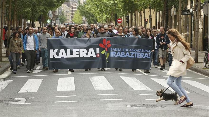 Medio millar de personas piden en San Sebastián la libertad de presos de ETA