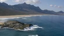Vista general de las playas expuestas a los alisios en Cofete, la zona sur sudoeste de Fuerteventura (ROMÁN DELGADO)