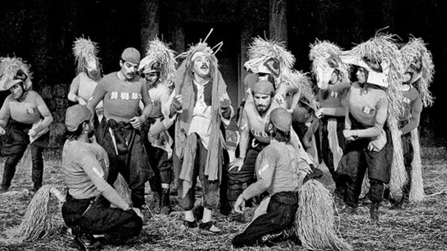 Los caballeros, de Aristófanes, Teatro Griego del Arte de Atenas. Primer montaje de la XXX edicion del Festival de Mérida y primero de la etapa bajo la  dirección de José Monleón. 1984
