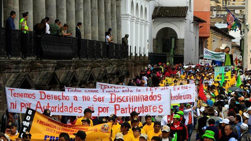 Con marchas, oficialismo y oposición definen la cancha política en Ecuador