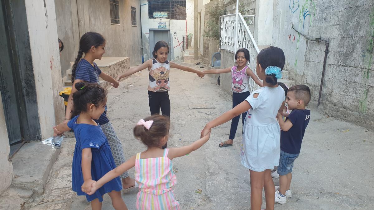 Niñas refugiadas de Palestina en uno de los campamentos para población refugiada.