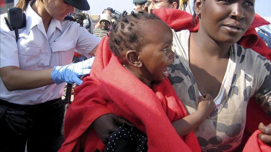 Llega a una playa de Melilla una patera con al menos 15 inmigrantes