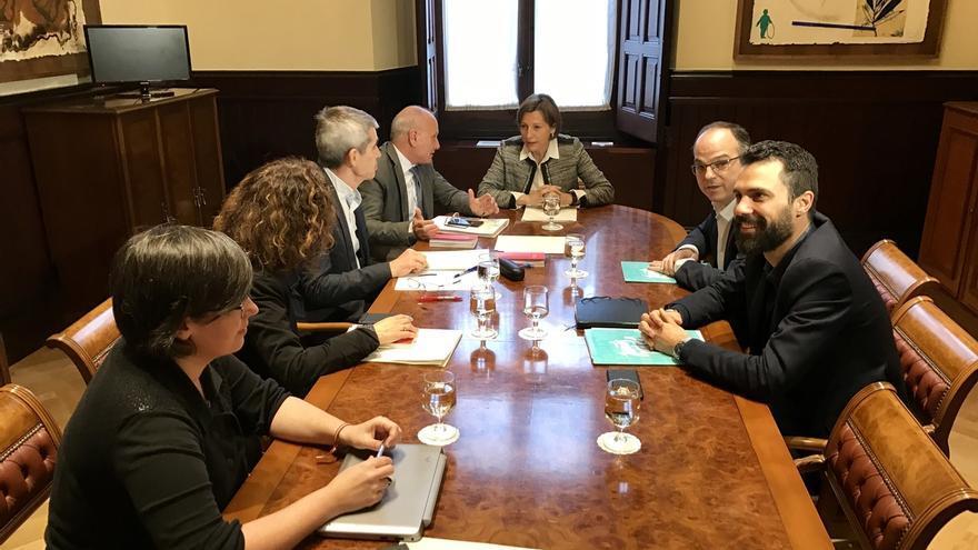 JxSí y la CUP acuerdan en diez minutos reformar el reglamento del Parlament para agilizar la 'desconexión'