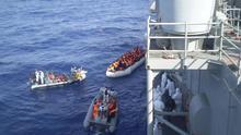 Una fragata española en el Mediterráneo rescata a 703 inmigrantes frente a la costa de Libia.