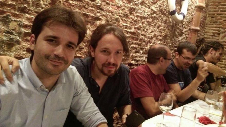 El diputado Javier Sánchez Serna junto con Pablo Iglesias