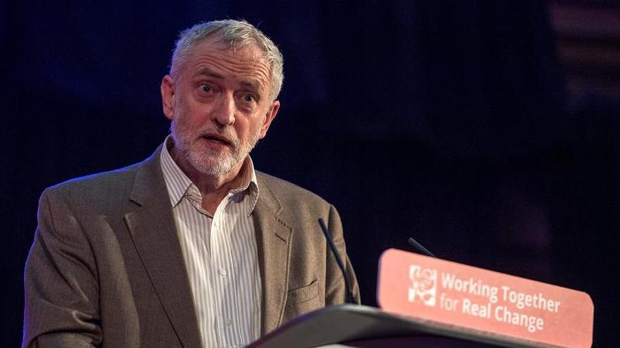 """Corbyn quiere """"terminar el trabajo"""" pese a la derrota en bastión laborista"""