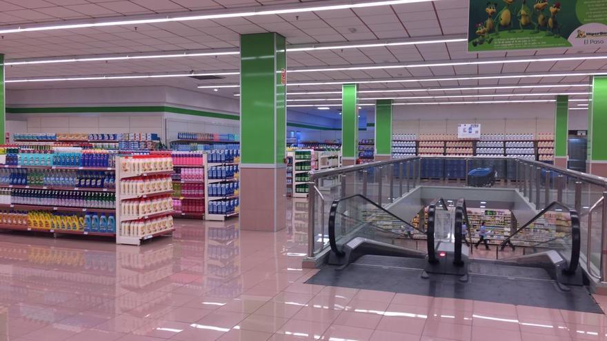 El supermercado  El Paso del Grupo  DinoSol cuenta con dos plantas -2.300 metros cuadrados-.