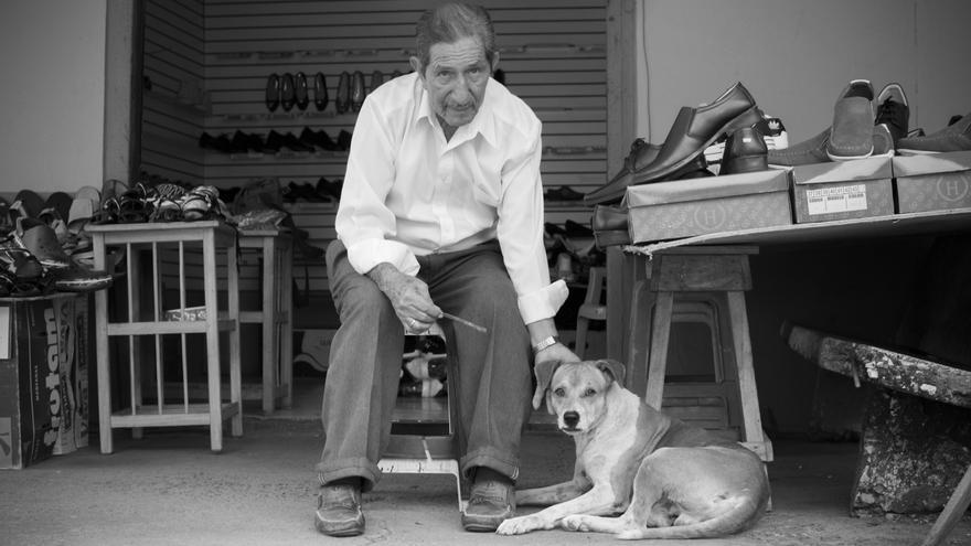 Ángel y Bienvenido. Proyecto 'Mayores Amistades' para Oficina ERAH. Guayaquil, Ecuador.