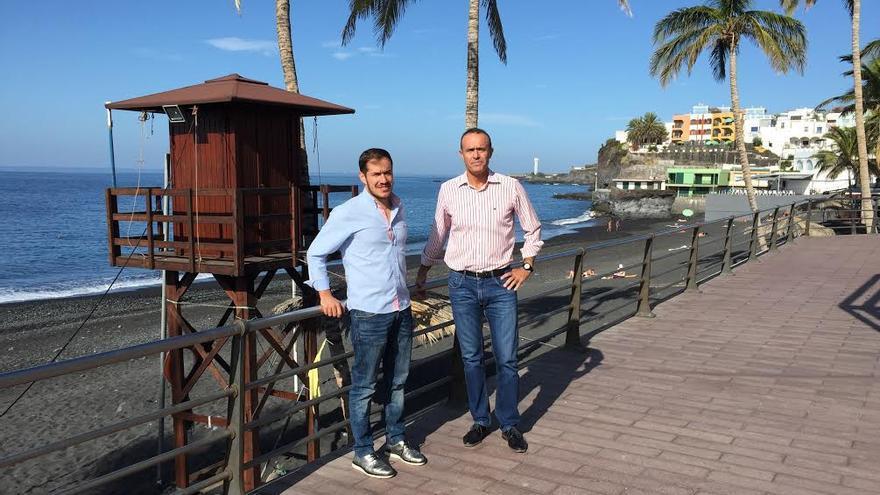 Mariano Hernández y Raúl Camacho en una visita a Puerto Naos.