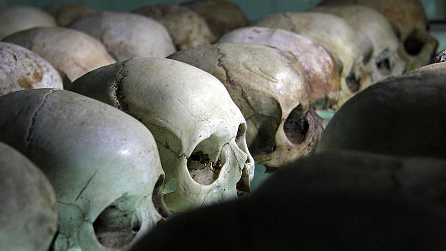 Casi un millón de personas, la mayoría de la etnia tutsi o hutus moderados, fueron masacrados en Ruanda entre abril y julio de 1994. Lugares como la iglesia de Nyamata conservan restos de las masacres que se cometieron por todo el país./Jon Cuesta