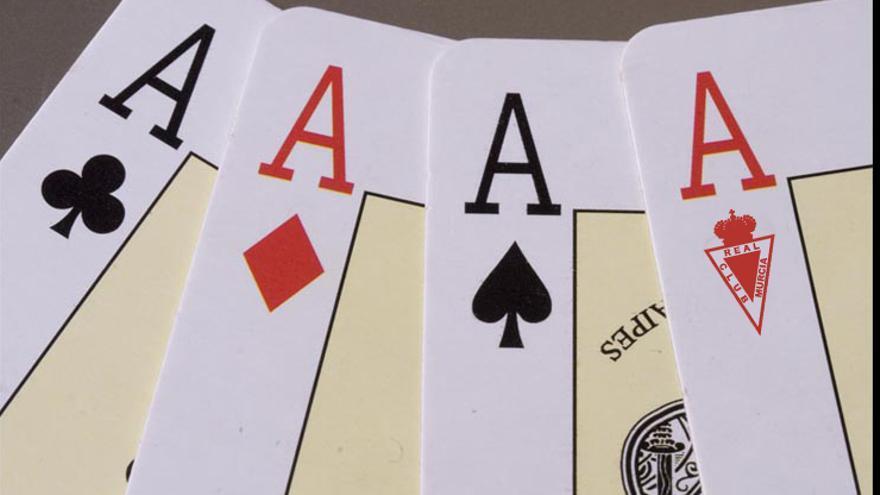 Una partida de póquer en la que el Real Murcia se la juega