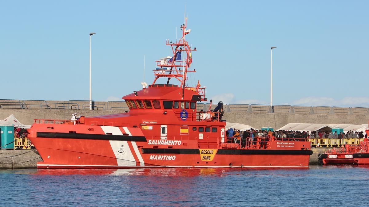 Barco de Salvamento en el muelle de Arguineguín