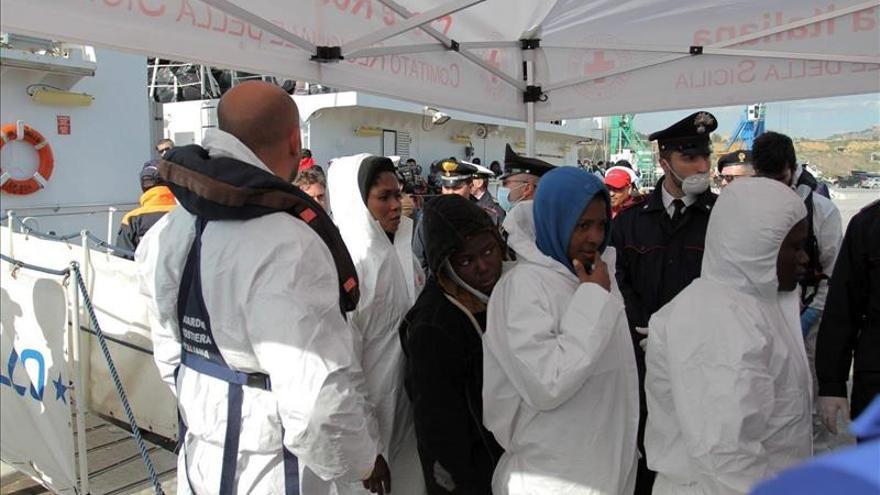 Guardacostas italianos recuperan 9 cadáveres y socorren a otras 144 personas cerca de Sicilia