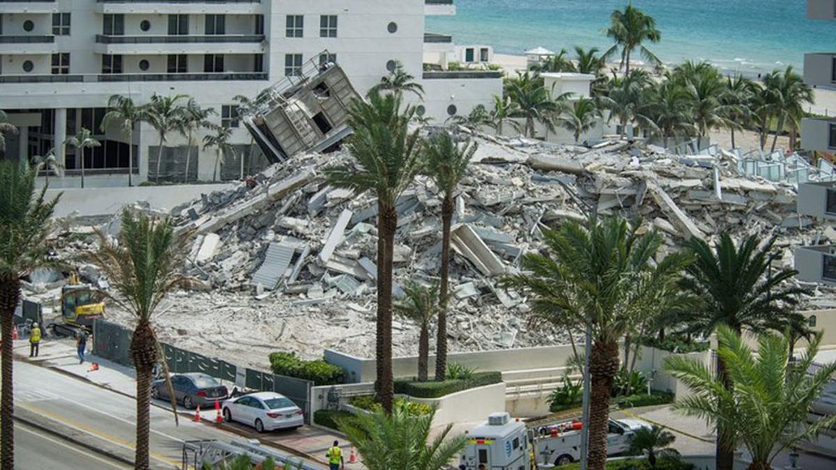 Los restos del edificio derrumbado en Surfside