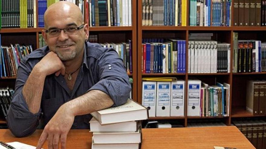 El escritor Alexis Ravelo