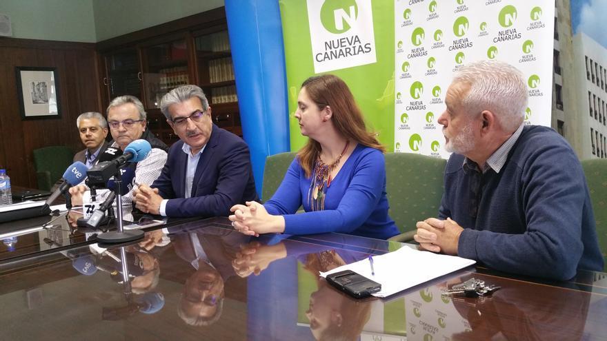 Rueda de prensa de Román Rodríguez este lunes en el Cabildo.