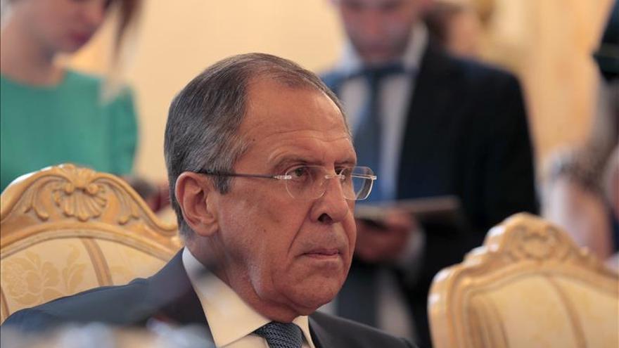 Lavrov llama a la coalición internacional a cooperar con el Ejército sirio