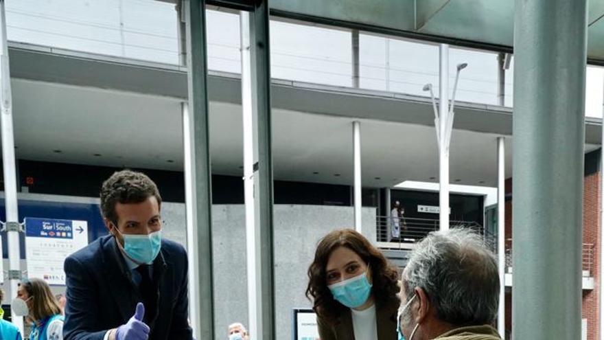 Pablo Casado e Isabel Díaz Ayuso, este jueves, en Madrid.