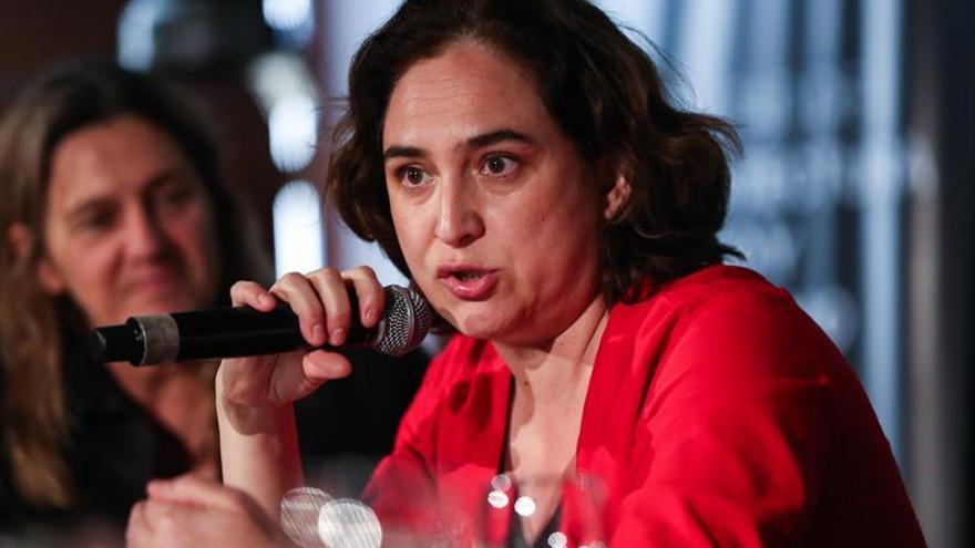 Colau traslada a Torrent urgencia de formar Govern con presidencia efectiva