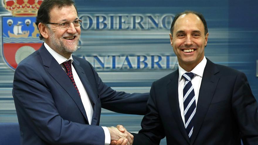 Mariano Rajoy e Ignacio Diego en la sede del Gobierno de Cantabria.   Foto: La Moncloa