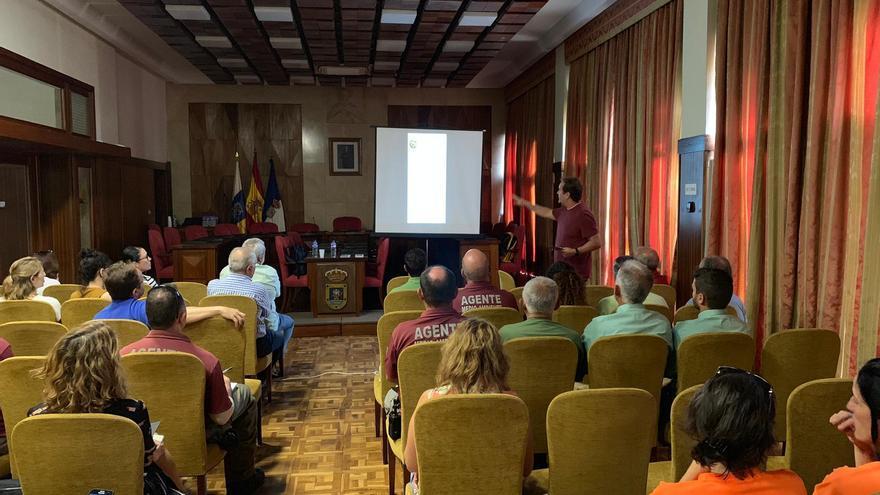 Un momento de la charla impartida en el Cabildo.