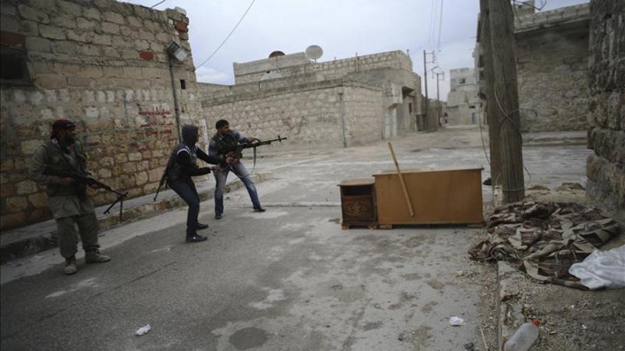 El régimen sirio toma el control total de una localidad al este de Alepo